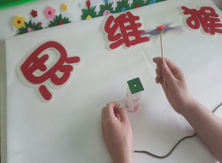 幼儿园手工制作区角游戏活动自制小风车小飞机